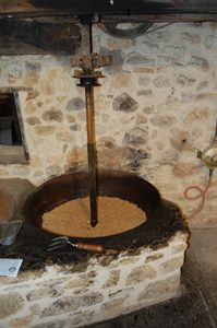 moulin-huile-fumades-peyrignac-pressoir-lot-094